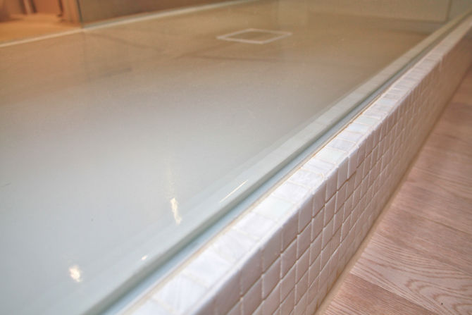 Shower tray with anti-slip coating