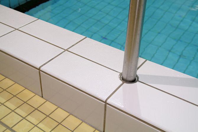 Schwimmbad Fliesen mit Rutschhemmung SWISSGriP AntiRutsch