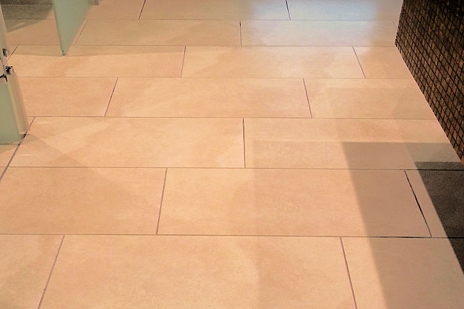 Shower tiles with GriP anti-slip coating