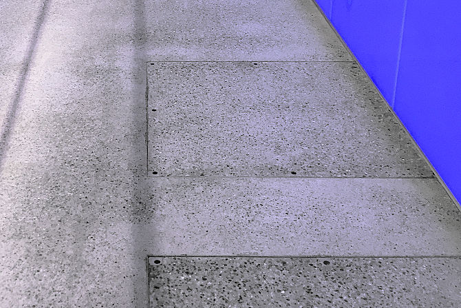 Concrete floor: anti-slip coating